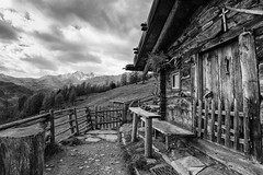 * (andreassimon) Tags: hütte italien südtirol ultental sw ultimo trentinoaltoadige distagont3518 carlzeiss bw bn distagont3518zf2