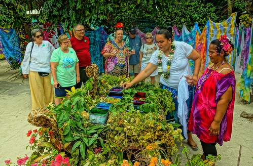Ladies Dyeing Colorful Pareos