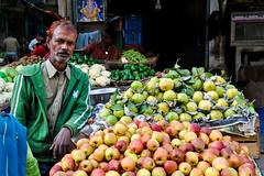 Apples, New Delhi (Valdas Photo Trip) Tags: india delhi newdelhi streetphotograhy