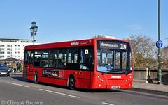 DSC_9623w (Sou'wester) Tags: bus buses publictransport psv london londontransport lt lrt tfl kewbridge brentford