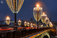Glass-Shaped Street Lights of Bolshoy Kamenny Bridge in Twilight (Guide, driver and photographer in Moscow, Russia) Tags: christmas christmaslights lights magicofmoscow moscowmagic moscow newyear russia twilight dusk winterholidays magic newyeardecorations streetlights streetlamps bolshoykamennybridge bridges ru