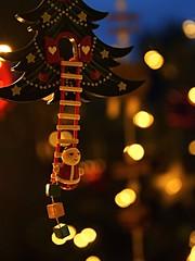 Santa on the ladder (Tanja-Milfoil) Tags: käthewohlfahrt memberschoicebokeh macromonday christmasbokeh decoration closer milfoil 241217 tanja lichter lit weihnachtsmann bokeh nahaufnahme makro macromondays santaclaus santa christmas nikon