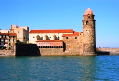 COLLIOURE NOTRE DAME DES ANGES CHURCH AND LA ROCASSE CASTLE (patrick555666751 THANKS FOR 4 000 000 VIEWS) Tags: colliourenotredamedesangeschurchandlarocassecastle collioure notre dame des anges church and la rocasse castle cotlliure chateau chiesa eglise igreja iglesia france europe europa pays paisos catalans roussillon rossello catalogne catalunya pyrenees orientales mediterranee mediterraneo mediterranean our lady of angels ourladyofangels catalan catalonia cote vermeille patrick roger patrickroger