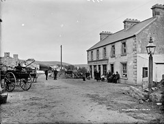 Gridlock in Mallarany (National Library of Ireland on The Commons) Tags: robertfrench williamlawrence lawrencecollection lawrencephotographicstudio thelawrencephotographcollection glassnegative nationallibraryofireland mallarany mulrany comayo carts carriages dogs people police royalirishconstabulary ric pillboxhats countymayo moynishhouse thomasmoran moran family