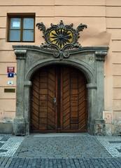 Prager Türen & Fenster - 10 (fotomänni) Tags: tür türen door doors fenster window fenetre windows prag praha prague manfredweis