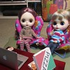 BaD 7 January 2018: Pizza (jefalump) Tags: blythedoll groovygirls chair pizza laptop