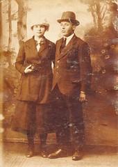 Renkum Jan Bakker en Mien Verleun foto ca 1922 Collectie Fam P Bakker Echos 2017 2 (Historisch Genootschap Redichem) Tags: renkum jan bakker en mien verleun foto ca 1922 collectie fam p echos 2017 2
