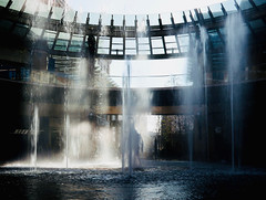 Fountain @ Noon (Robert Cowlishaw (Mertonian)) Tags: fountain lunchwalk mertonian robertcowlishaw canonpowershotg1xmarkiii canon powershot g1x mark iii water pushingup beautiful patterns wet interesting exploring splash