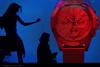 Ella baila sola (ralcains) Tags: spain españa andalousia andalucia andalusia andalucía sevilla seville siviglia street streetphotography calle fotografiadecalle ngc telemetrica rangefinder leica leicam240 leicam m240 summicron 50mm reloj ühr montre clock
