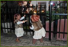 Wohnt hier das Christkind ... wir müssen schellen ... (Kindergartenkinder) Tags: kindergartenkinder annette himstedt dolls tivi sanrike weihnachten christkind
