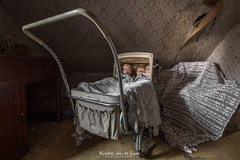 Beware the stare of Mary Shaw.. she had no children only dolls.. And if you ever see her in your dreams.. be sure to never ever scream.. (Kristel van de Laar Photography) Tags: abandoned beauty beautiful belgium decay room urbex dust indoor photography dolls creepy