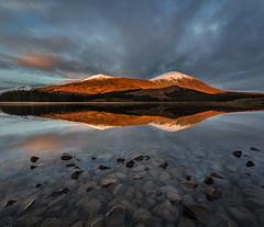 Transient Light (SkyeWeasel) Tags: scotland skye beinnnacaillich beinndeargmhor mountains redcuillins morning light kilchrist lochcillchriosd ngc npc