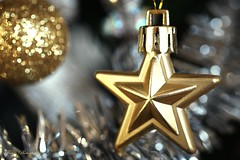 Be a star... (Maria Godfrida) Tags: macromondays redux2017myfavouritethemeoftheyear macro closeup tamron star bokeh decoration golden gold christmas newyear happynewyear