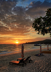 Holiday memory, Koh Samet (Vest der ute) Tags: g7xm2 g7xll thailand sea seascape water beach tree chairs sunrise clouds sky outdoor earlymorning sand fav25 fav200