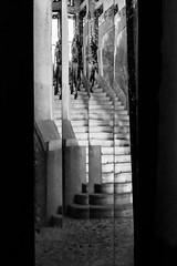 Scomponimento.... artistico? (albi_tai) Tags: scala stairs specchio mirror riflesso multiplo scomposizione geometria 21100 varese grandhotelcampodeifiori fai albitai d750 nikon nikond750 neltunneldelbn bianco nero bianconero biancoenero bn bw blackwhite black white