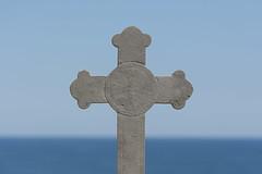 Back of a cross and sea (Jan van der Wolf) Tags: map158465vv cross kruis sea water zee dof depthoffield scherptediepte horizon back symmetric symmetry minimalism minimalistic minimalisme