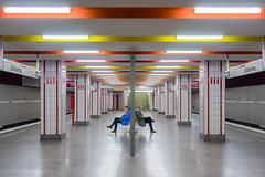 Pas de deux (Ulrich Neitzel) Tags: bahnhof bahnsteig city hamburg mzuiko1250mm man mann metro olympusem1 platform schlump sitting station subway symmetry ubahn waiting