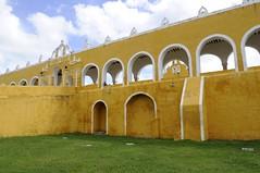 Izamal, Mexique (voyagesphotos) Tags: mexique mexico izamal yucatan church église catholique catholic