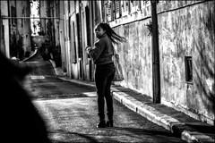 Menace dans la ville... Threat in the city... (vedebe) Tags: noiretblanc netb nb bw monochrome humain people human ombre ville city street rue urbain urban