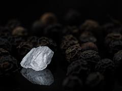 Pepper&Salt (camiha87) Tags: salz pfeffer salt pepper macro spiegelung weis white schwarz black braun brown olympus penf 60mm makro nahaufnahme details strukturen stilleben structures tabletop reflection kristall gewürz