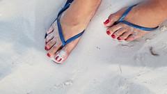 Rekha (IPMT) Tags: toenail sexy toes polish foot feet pedicure painted zoya toenails pedi barefoot red crimson rekha blood rojo vermelho sand beach arena playa havaianas flip flops chancletas