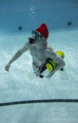 Tonttupulaus 2017 (puumalamarkus) Tags: diving pool underwater christmas santa rx100 ikelite elf water diver