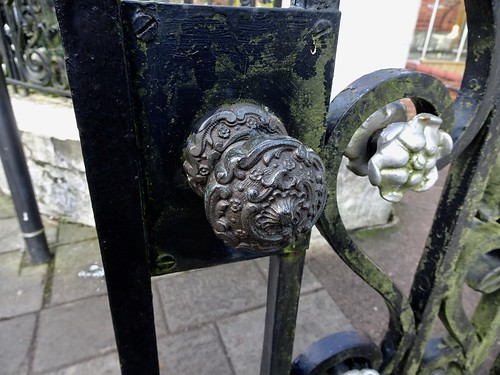 War Memorial Gates, Commercial Street, Pontypool 23 December 2017