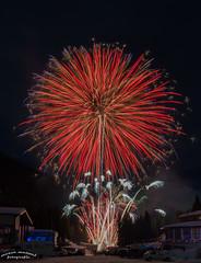 Feuerwerk (manuel.moser) Tags: fügen feuerwerk silvester zillertal tirol austria hochfügen raketen schnee berge dunkel wunderschön österreich firework