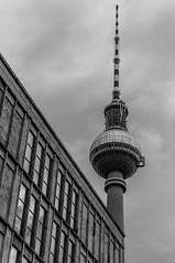 Fernsehturm - Berlino (Andreas Laimer) Tags: berlino germania bw grigio sony nex6 1650 torre
