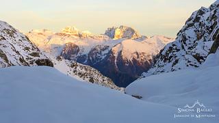 Nella neve al tramonto