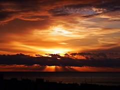 Los rayos del sol (Antonio Chacon) Tags: andalucia amanecer marbella málaga mar mediterráneo costadelsol cielo españa spain sunrise sol