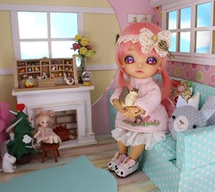 The Christmas Miracle #8 (Arthoniel) Tags: namarie howl latidoll lati latiyellow haru green tan sunny christmas doll bjd balljointeddoll miniature tiny collection toy figure nereapozo keera diorama ooak 18 scale squirrel nutkin rement resin nomyens faceup cat dollhouse roombox house