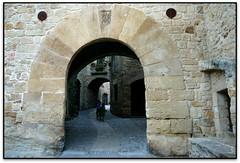 Portal del Carrer Major, Pals (el Baix Empordà) (Jesús Cano Sánchez) Tags: elsenyordelsbertins canon eos20d tamron18200 catalunya cataluña catalonia gironaprovincia emporda ampurdan baixemporda bajoampurdan pals romanic romanico romanesque catalunyaromanica gotic gotico gothic catalunyamedieval middleages