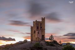 Castillo del agua II (janoremo) Tags: castillo atardecer nubesenmovimiento
