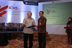 Dr. Widodo presents a gift to drg. Goeno Soebagyo (International Conference on Health Sciences) Tags: international health sciences ichs 2017 yogyakarta indonesia eastparc universitas gadjah mada bpp ugm badan penerbit publikasi medicine medical research researcher speaker emerging reemerging infectious disease tropical neglected sexually transmitted drug resistance technology clinical presentation conference annual ichs2017