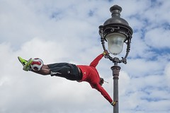 Iya Traore (Chris.Har) Tags: iyatraore montmartre juggling sacrécœur paris a7r