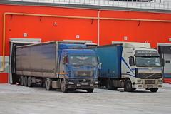 Volvo FH12.460  М 400 ХВ 46 (RUS) vs MAZ-5440 B 529 KT 45 (RUS) (zauralec) Tags: kurgan rioshoppingcenter maz5440 b 529 kt 45 rus volvo fh12460 м 400 хв 46 город курган улица торговый центр рио автомобиль грузовик