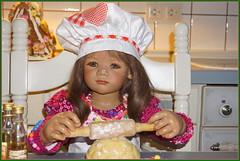 Milina in der Weihnachtsbäckerei ... (Kindergartenkinder) Tags: kindergartenkinder annette himstedt dolls milina weihnachten advent backen plätzchen