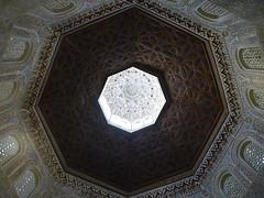 MADRAZA TECHO DE SALON DE ORACION Ceiling of the prayer hall (CARLOS CALAMAR) Tags: granada andalucía universidad madraza techo ceiling university arabesco mocarabe cúpula xiv