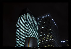 2018.01.02 La Défense by night 41 (garyroustan) Tags: paris france french iledefrance ile island building architecture ville ciudad city nuit night light color noche noel christmas navidad fetes fete feliz joyeux defense