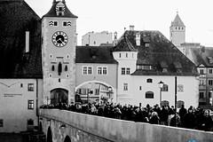 Citylife (Markus Kandzia-Schöberl) Tags: regensburg steinerne brücke ratisbona bayern bavaria bridge weihnachten salzstadl tourist turisten donau hochwasser stadt city