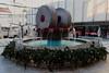 fontaine décorée (8pl) Tags: place ville rijeka fontaine décoration décorationsdenoël eau monument bâtiments parasols magasin urbain