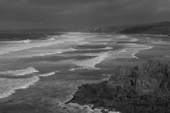 Portugal - Costa Vicentina (landeicgn) Tags: sea meer atlantic atlantico mar bw black white sw schwanz weis bn wellen waves olas küste coast arrecife