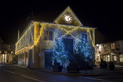 Tetbury christmas (Roger.C) Tags: tetbury gloucestershire cotswolds thecotswolds christmas 2017 xmas2017 lights decorations illuminated christmastree trees dark night nightshot handheld highiso noise clock market town pretty beautiful nikon d610 tamron 2470