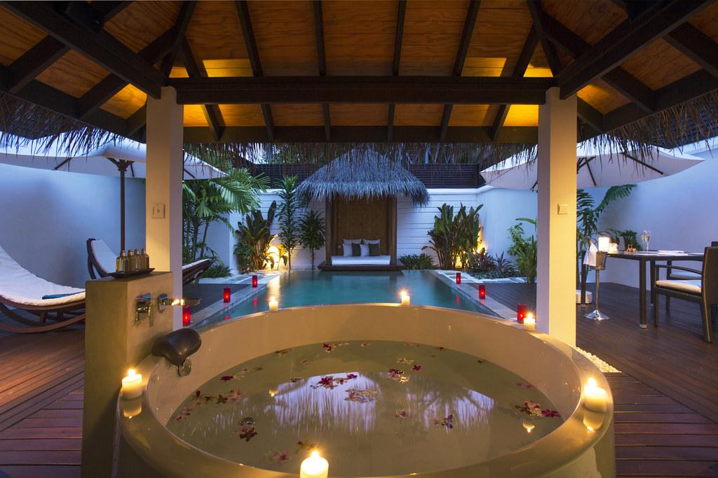 pool villa bath