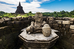 El buda sin cabeza (Nebelkuss) Tags: myanmar mrauku burma birmania buda stupa budismo budista buddhism buddhist ruinasyyacimientos fujixt1 fujinonxf1855