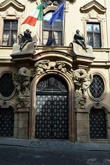 Prager Türen & Fenster - 5 (fotomänni) Tags: tür türen door doors fenster window fenetre windows prag praha prague manfredweis