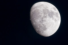 The Moon was Waxing Gibbous (83% of Full) (Pascal Volk) Tags: berlin althohenschönhausen altenhoferstrase sandinostrase berlinlichtenberg invierno moon luna luno fullmoon lunallena vollmond mond ☾ erdmond plenilunio himmel sky cielo naturalsatellite natürlichesatellit satélitenatural winter canoneos80d sigma150600mmf563dgoshsm contemporary sigmateleconvertertc1401 sigma150600mmf563dgoshsm contemporary14x 840mm manfrotto mt055xpro3 468mgrc2 dxophotolab hiwosomoshots