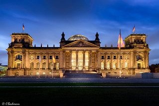 Reichstagsgebäude in Berlin at blue hour (Germany)