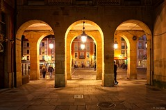 Espacios protegidos (galavardo) Tags: sony a7ii 28mmf2 plaza mayor gijón asturias españa spain street streetphoto noche night nocturna mirrorless